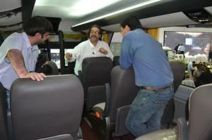 Equipo Viajerobuses y Basilio Perez (Scania Chile) - Imagen:Viajerobuses